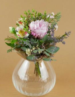 Kytička z pivonky a jarných kvetov