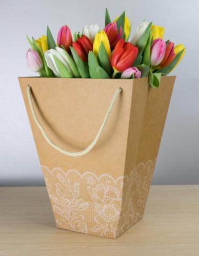 Darčeková taška plná kvetov